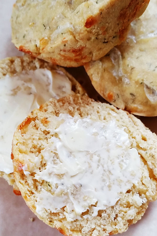 cheesy-garlic-chickpea-muffins-3