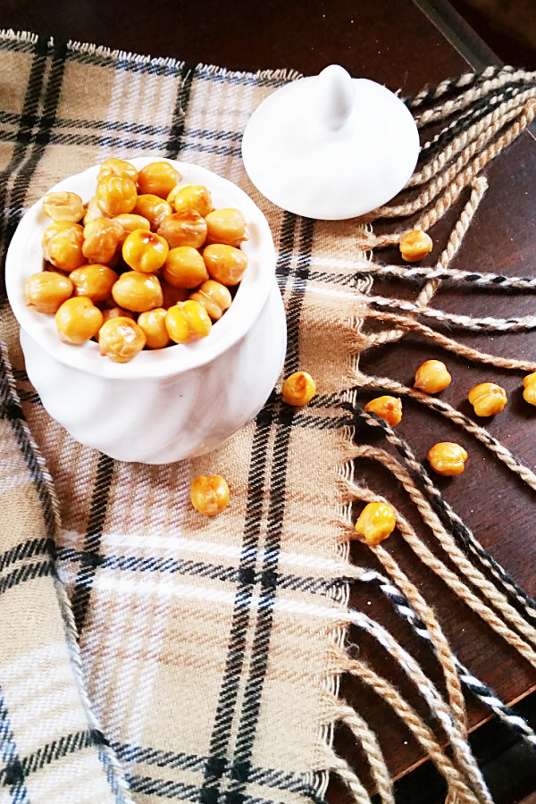 salt-and-vinegar-roasted-chickpeas-1