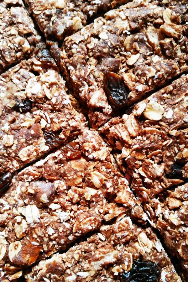 chocolate-pretzel-granola-bars-2