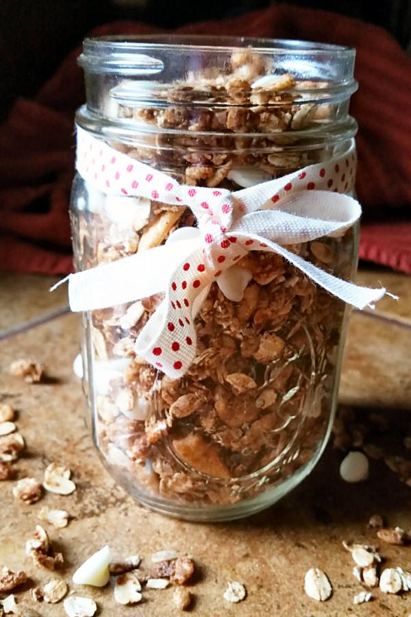 cinnamon-bun-granola-1