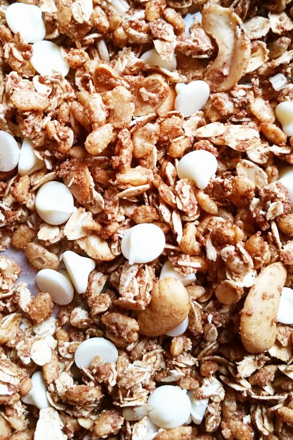 cinnamon-bun-granola-2