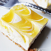 lemon-swirl-cheesecake-bars-thumb